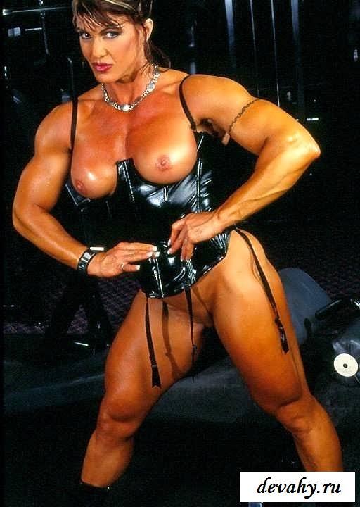 Голые спортсменки с перекачанными телами (25 фото эротики)