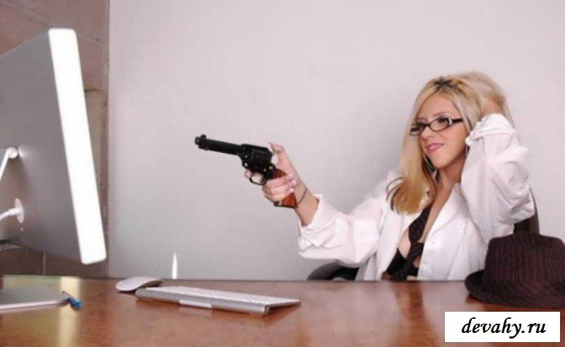 Сисяндры девы на рабочем месте (15 фото эротики)