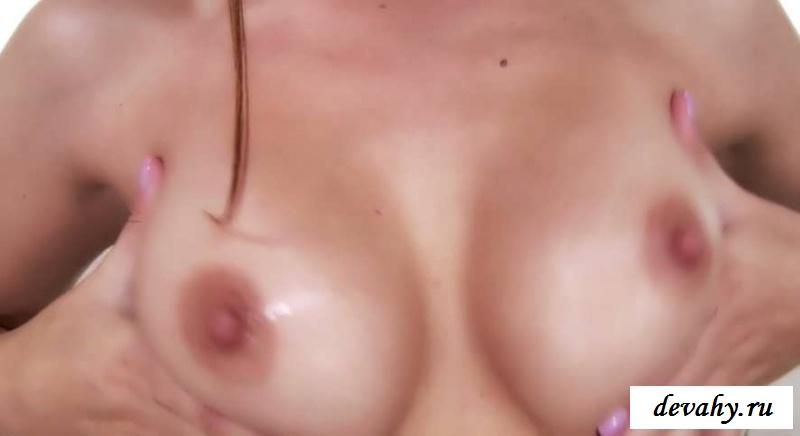 Торчащие соски порно звезды Karlie Montana  (15 фото эротики)