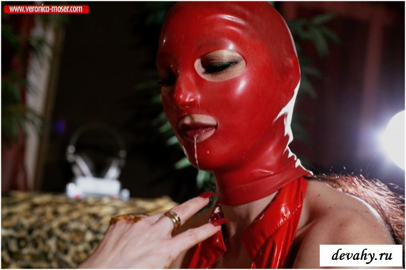Модели измазались в говне на снимках смотреть эротику