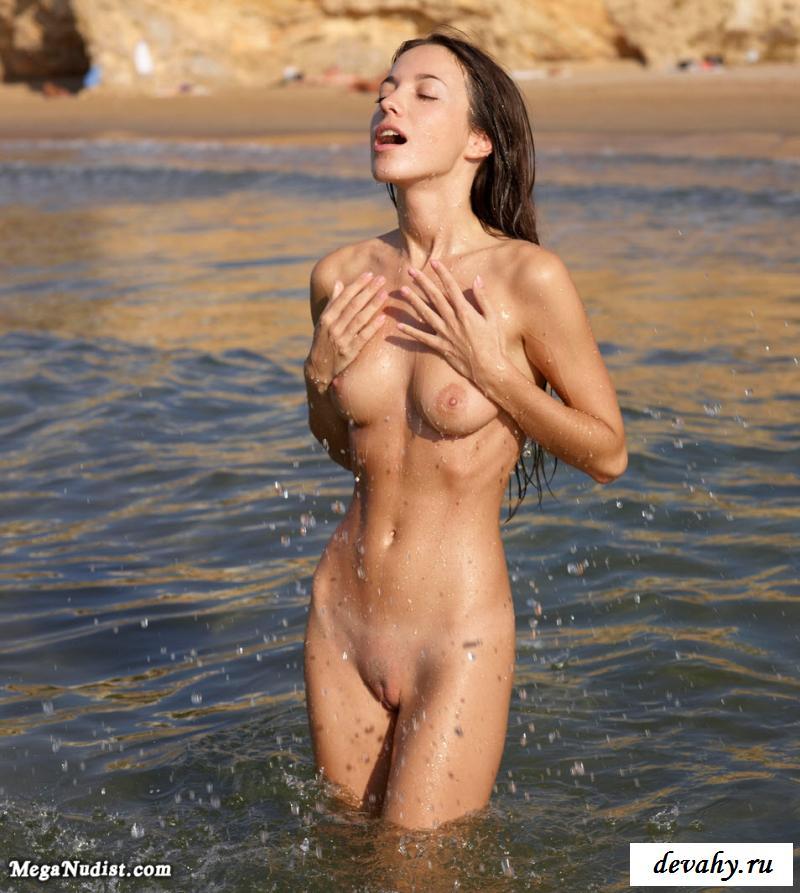 На песке девки захотели эротику