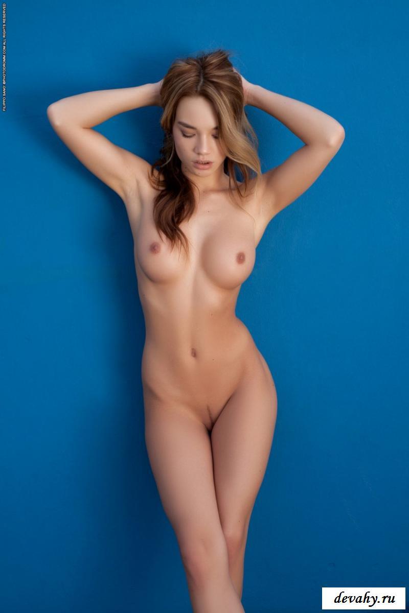 Обнажёнка в эротике от сексуальной девушки (50 фото)
