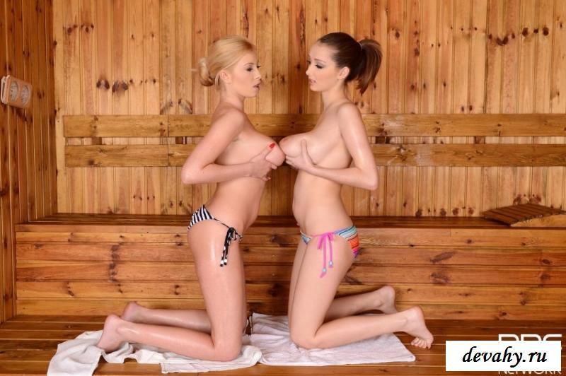 Здоровенные сиси голеньких девах в сауне