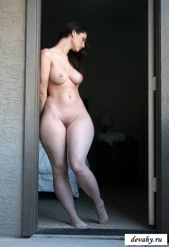 облаках женщины с бедрами фото голые японочка стыдиться своей