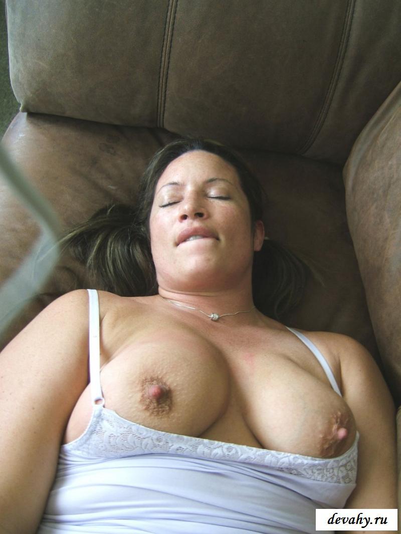Женщины с торчащими сосками великолепны