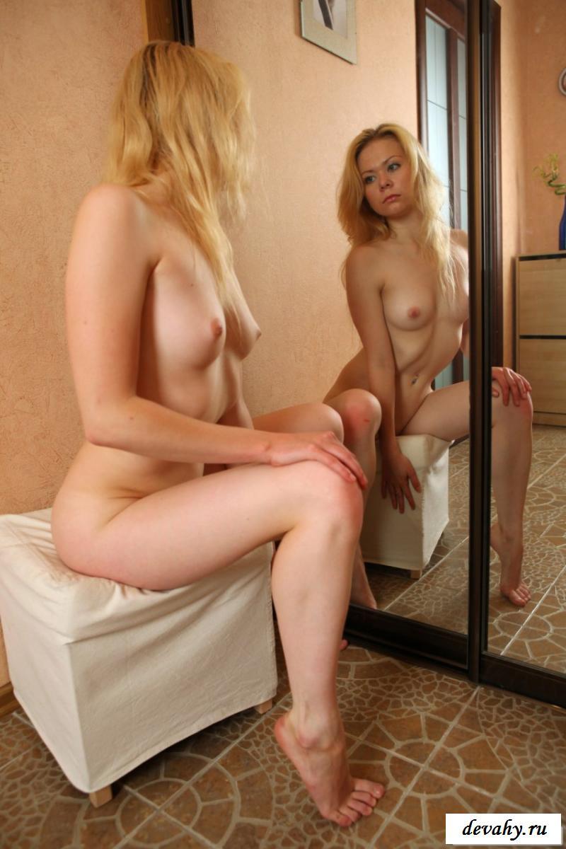 Крутая блонди сделала фотках на мобильник