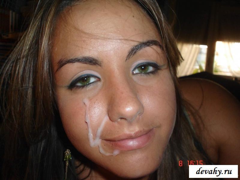 Возбуждающие модели принимают сперму на лицо и туловище