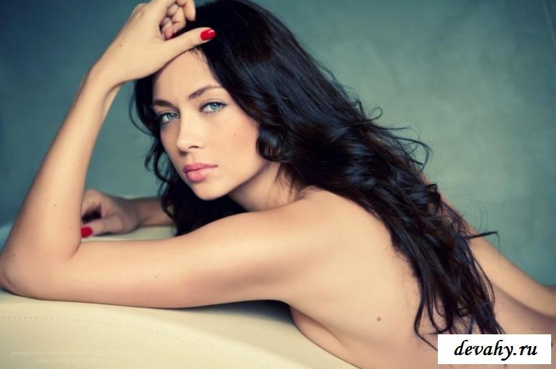 Звезда телесериалов Настасья Самбурская фотографируется голая