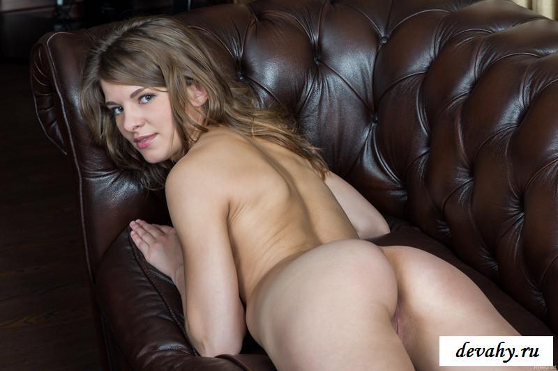 Фото эротика голая на диване — photo 14