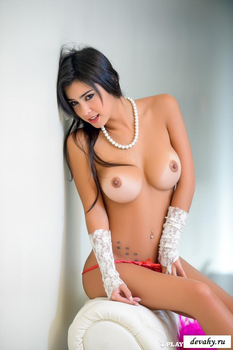 Порнуха от возбужденной брюнеточки с сексуальной задницей