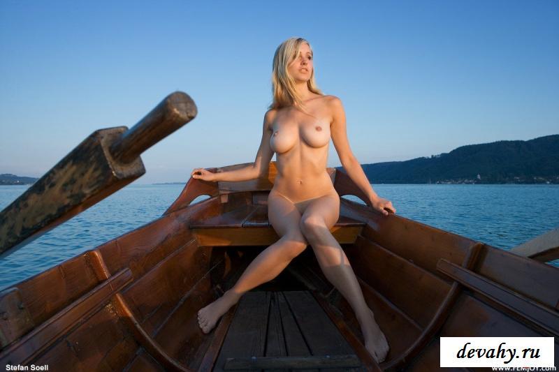 Крутая блонди захотела порнографию в кораблике