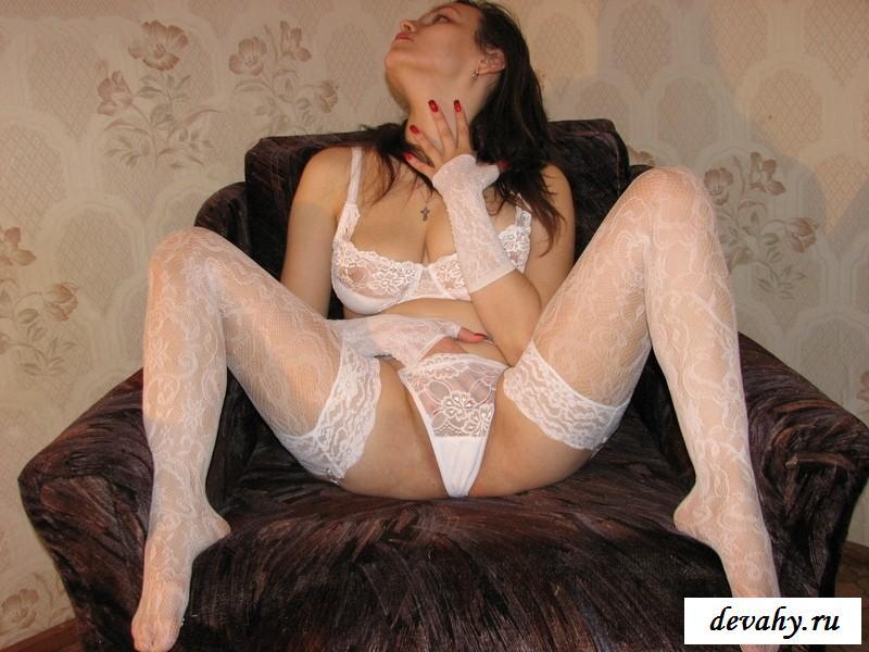 Голые женщины великого новгорода фото, трахают в рот девку искусственным членом