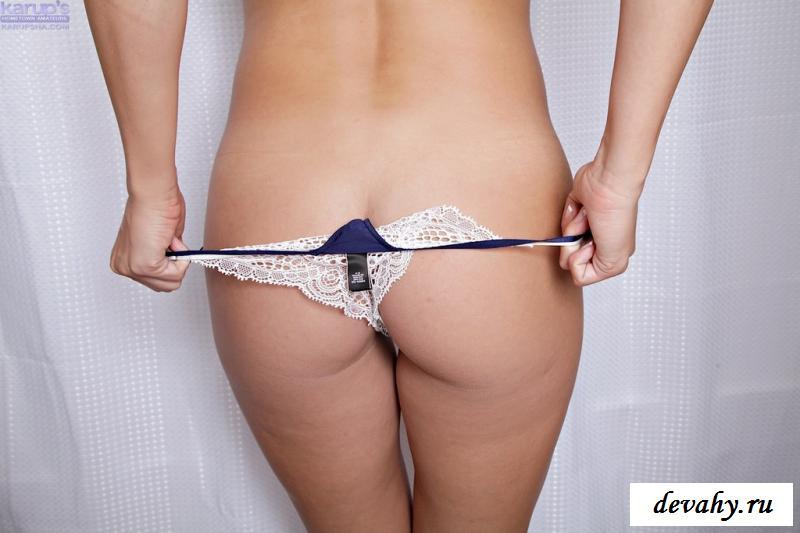 Голая Анна сняла прозрачные трусы в ванной комнате