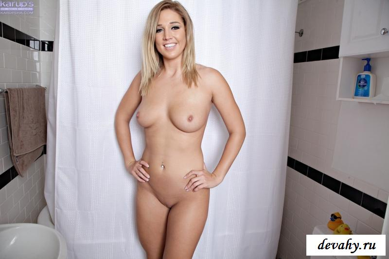 Голая Анна стащила прозрачные стринги в ванной комнате смотреть эротику