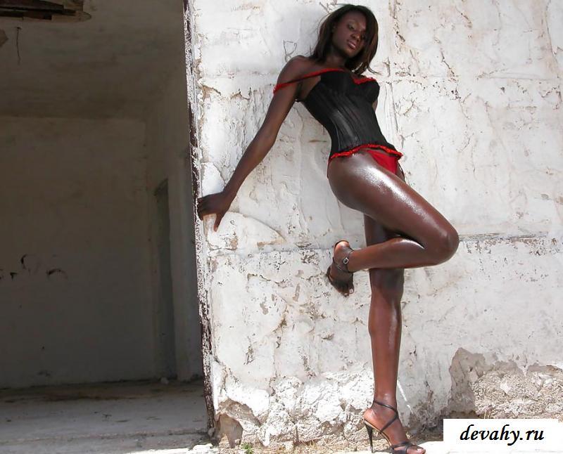 Порнушка влажной негритянки в трущобах