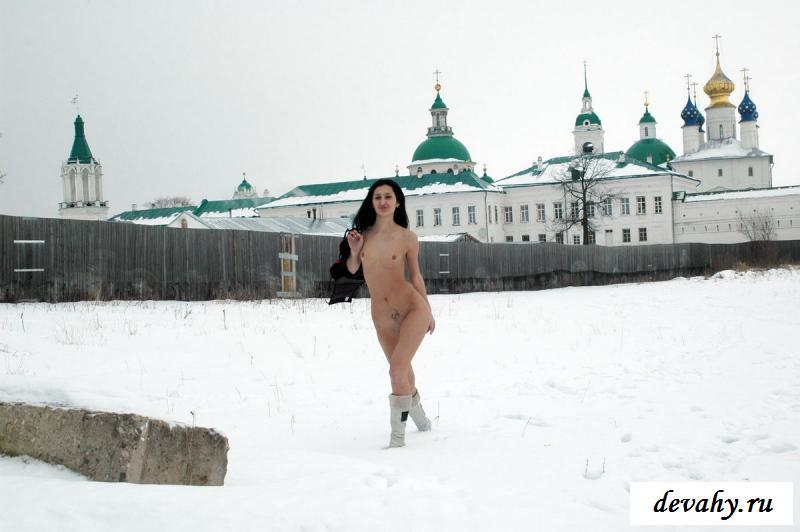 Эротика тощей россиянки на снегу