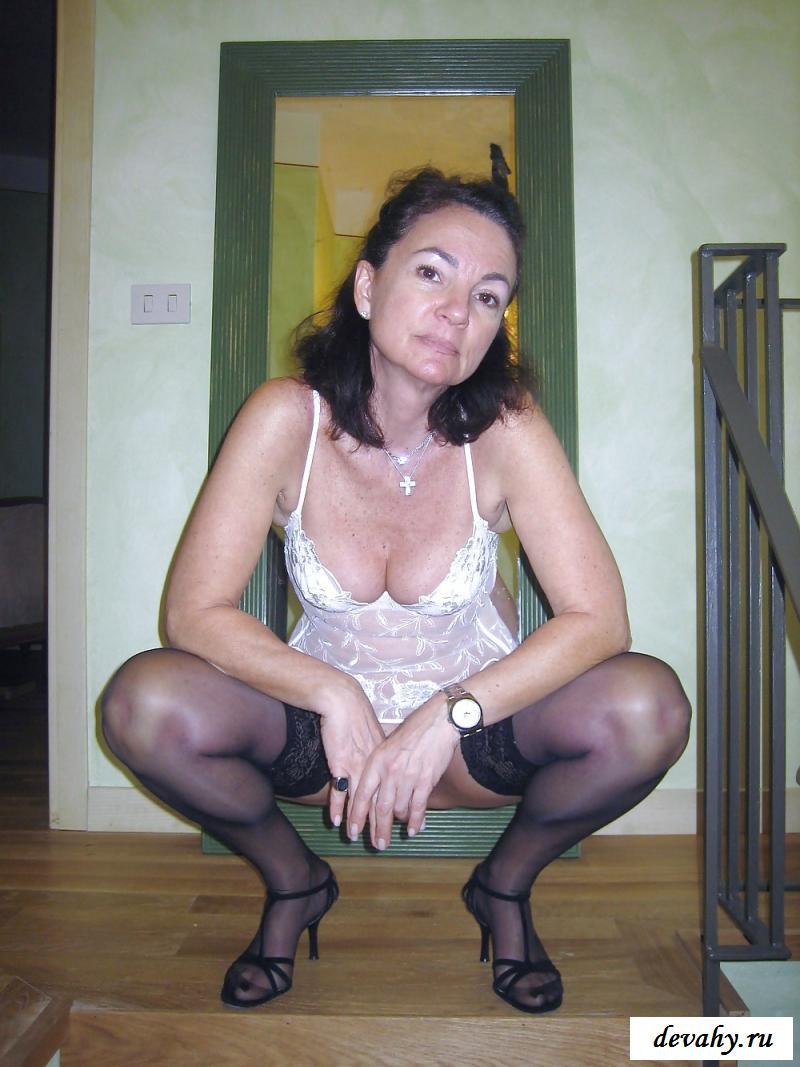 Возрастная обнаженная сучка Розабелла (фотки)