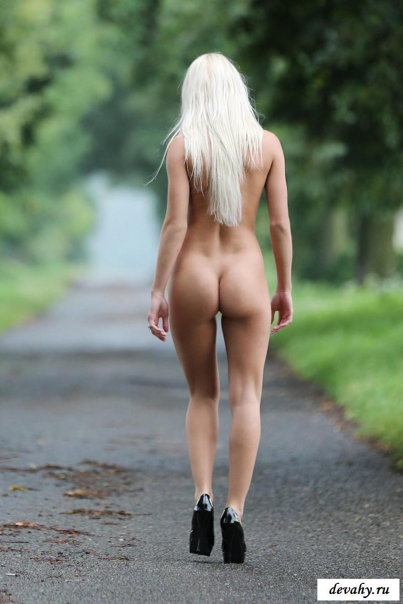Обнаженные прогулки дряных тёлок смотреть эротику