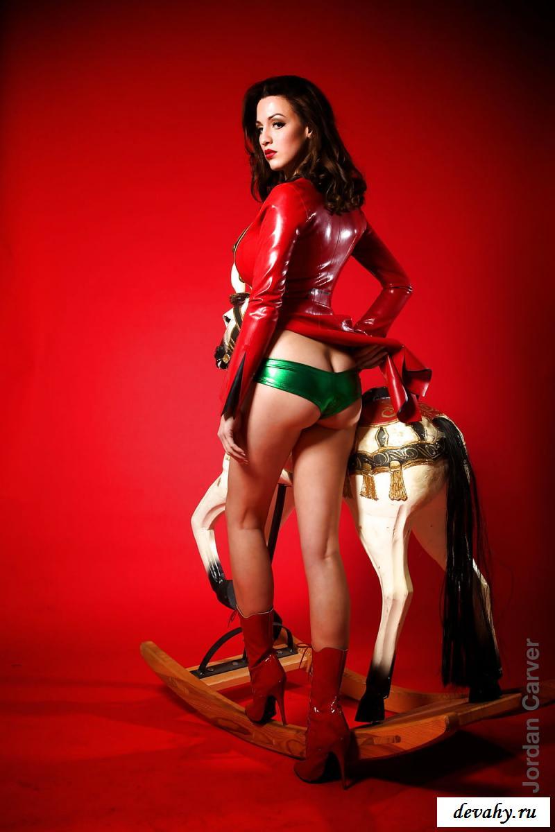 Голая цирковая наездница на лошадке секс фото