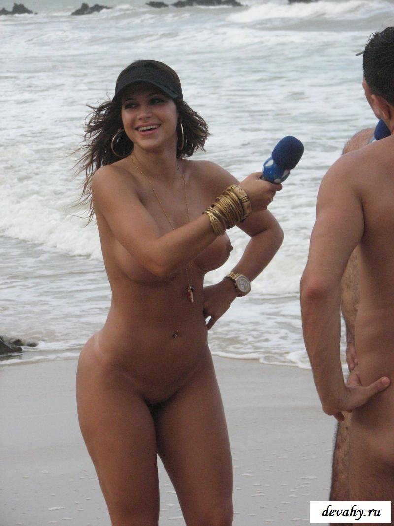 Сексуальная обнаженная бразильская журналистка