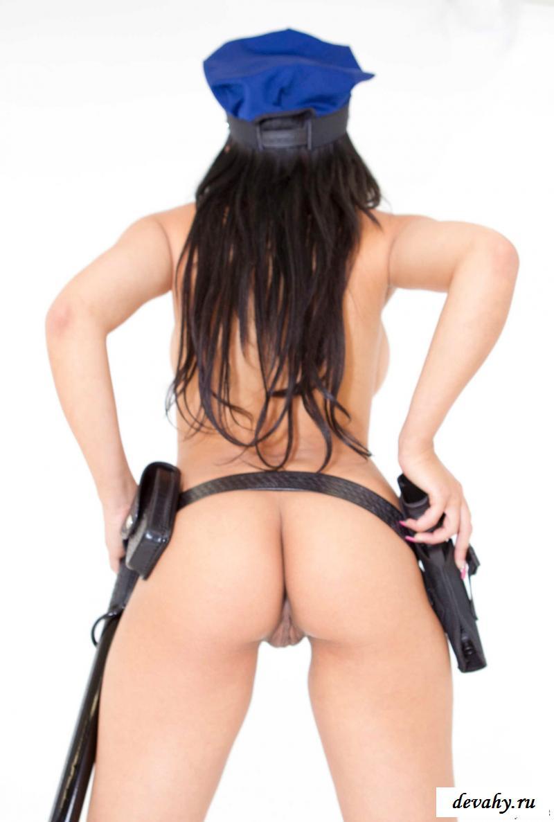 Фото голой американки Abella Anderson в форме
