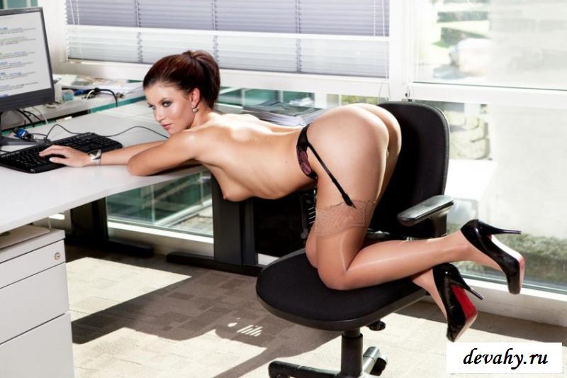 Работающая возбуждающая проститутка зажигает - фото смотреть эротику