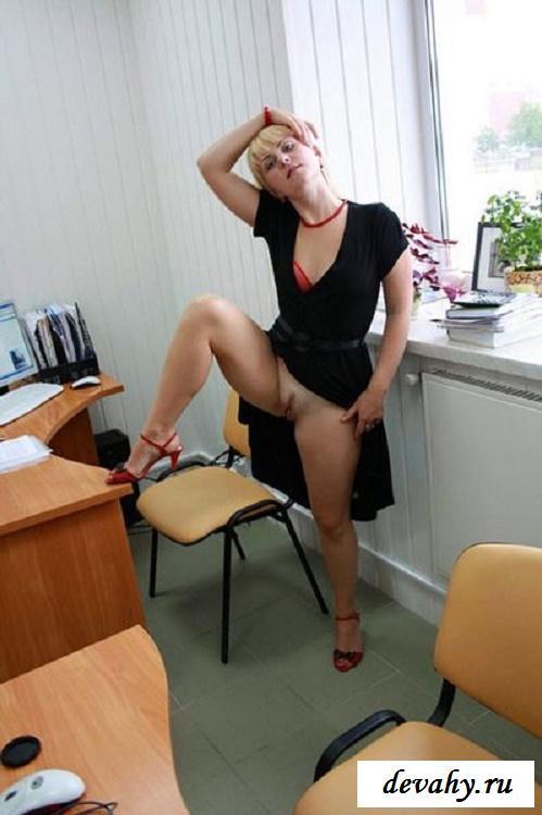 девушки голые на работе фото