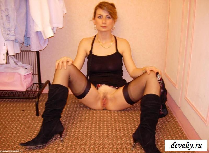 Высокомерная мадам с без одежды буферами