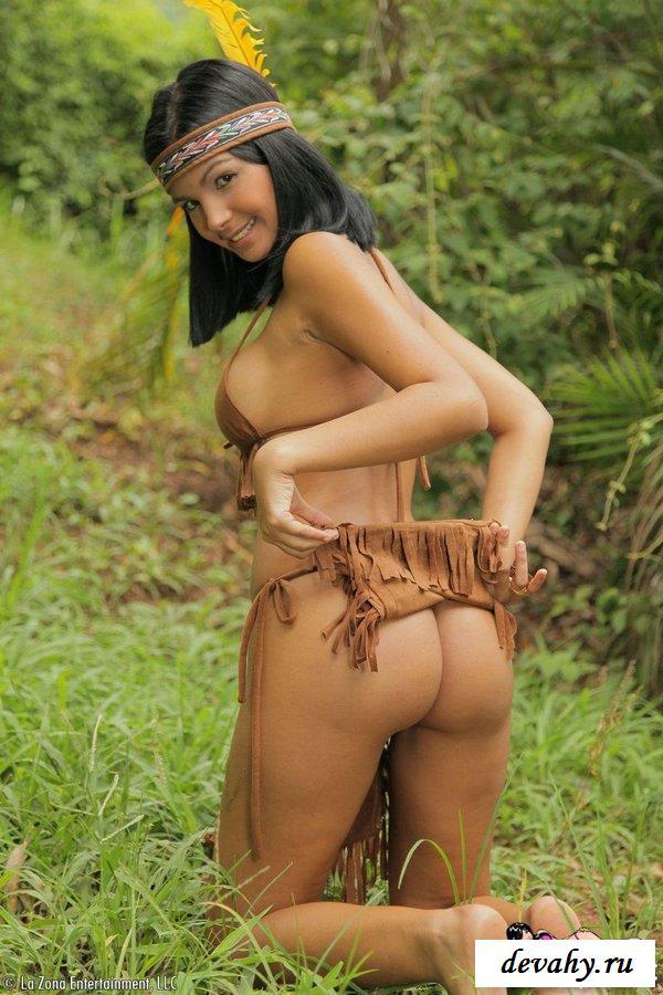 фото смотреть эротика индианки на природе потянул