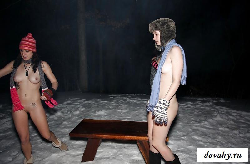 Порнография трех подруг у костра