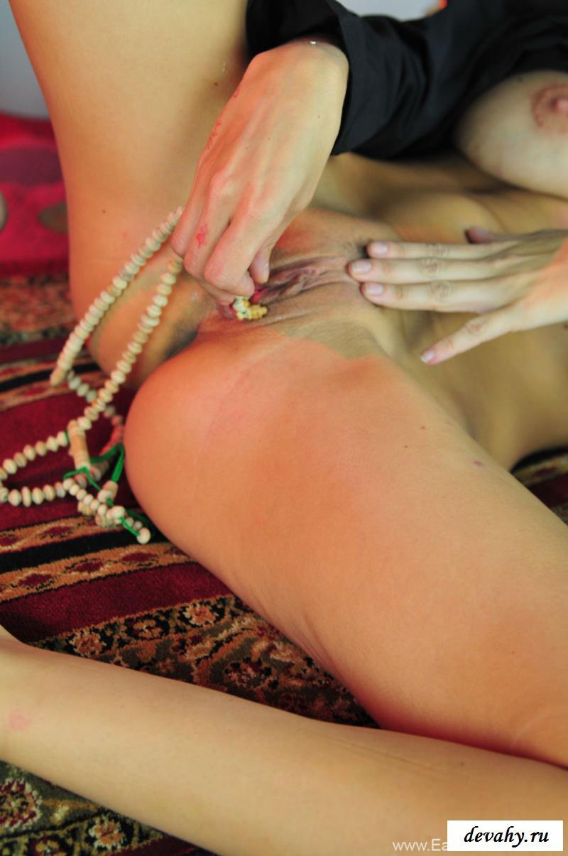 Сексуальная обнаженная девушка мусульманка