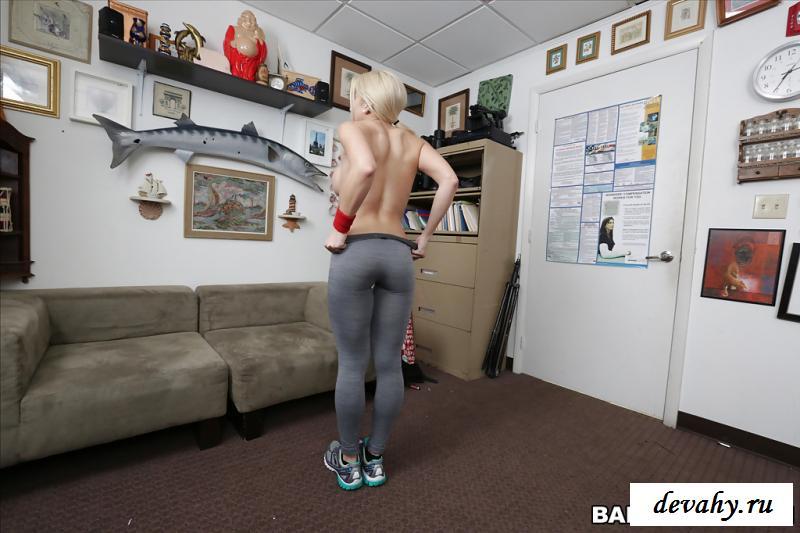 Обнаженная спортсменка пришла на собеседование