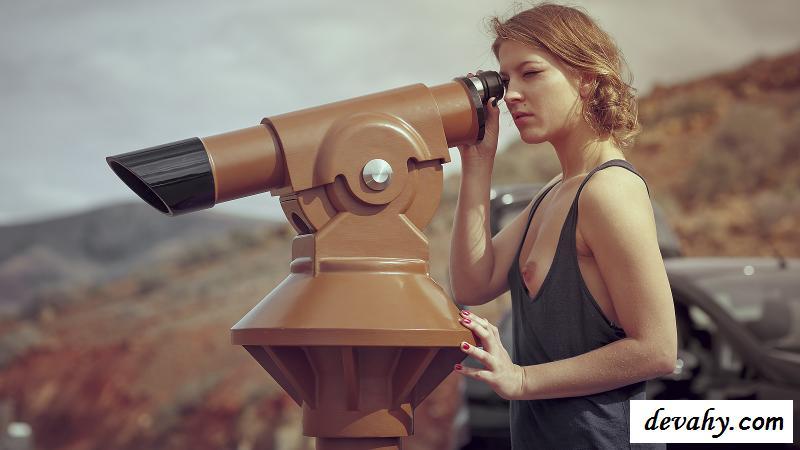 Арт клубничка журналистки в пустыне (картинки)
