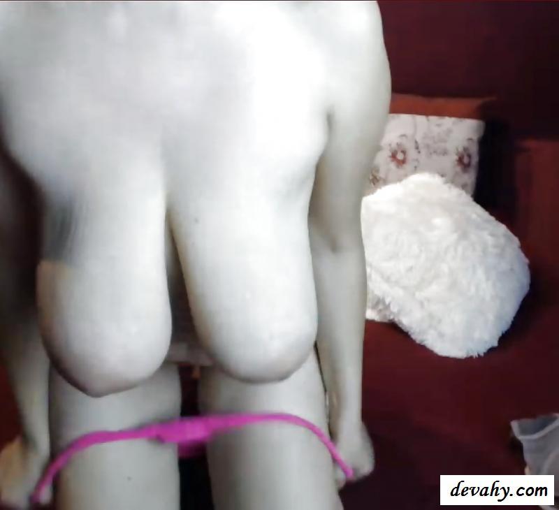 Сексуальная стримерша с большими нагими обвисшими титьками секс фото