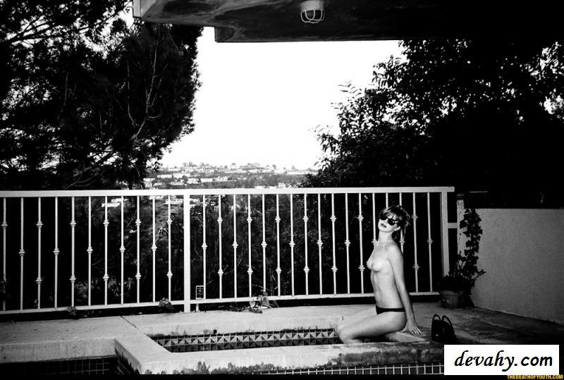 Необычные фотографии раздетой калифорнийки