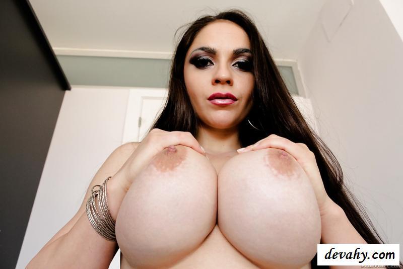Обнаженная грудь жирной американки