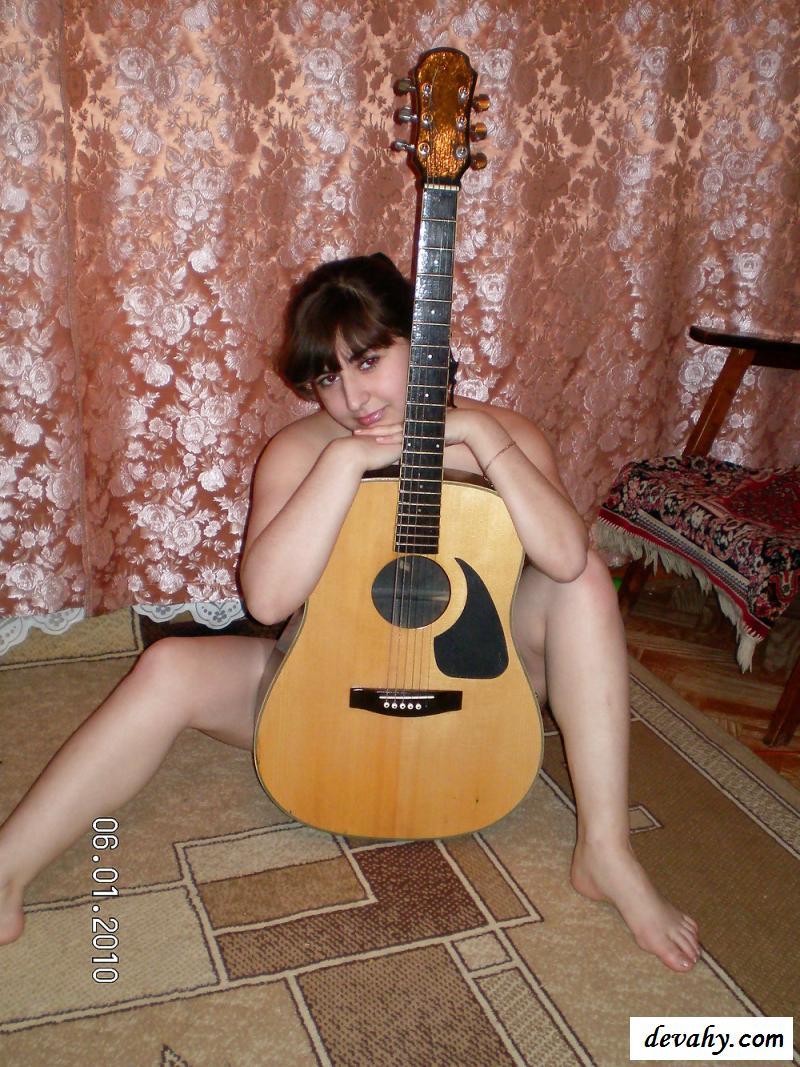 Голая девушка из Осетии в домашней обстановке