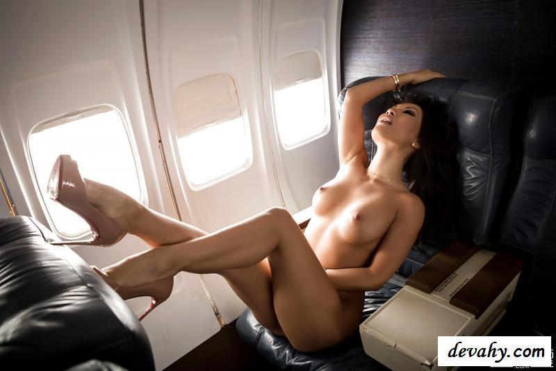 Нагая китаянка в частном самолете